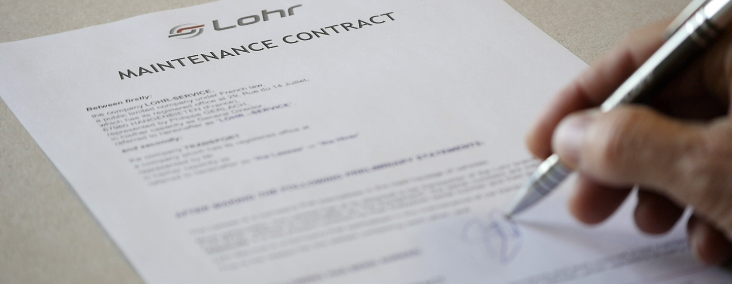 Signature of a maintenance contract for your LOHR car carriers.